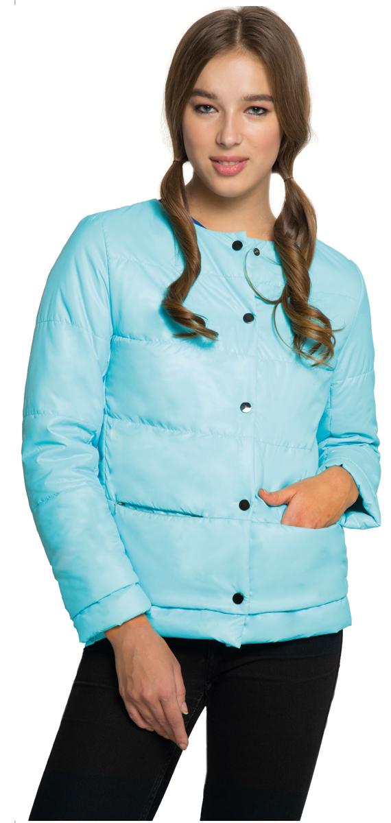 КурткаAL-3120Необыкновенно женственная стеганая куртка Grishko утеплена тонким холлофайбером. Застегивается модель на кнопки, имеется круглый воротник, позволяющий эффектно подчеркнуть его платком. Прорезные карманы на талии делают модель абсолютно универсальной вещью в гардеробе любой модницы. Куртка прекрасно смотрится и с платьем и с джинсами, что делает ее незаменимой для городских будней и беззаботных выходных в новом весенне-летнем сезоне. Холлофайбер - это утеплитель, который отличается повышенной теплоизоляцией, антибактериальными свойствами, долговечностью в использовании,и необычайно легок в носке и уходе. Изделия легко стираются в машинке, не теряя первоначального внешнего вида.