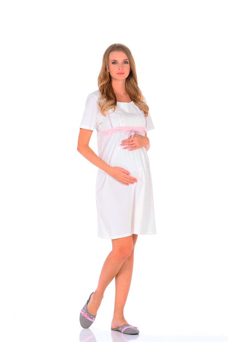 Ночная рубашка506.01Нежнейшая сорочка для беременных и кормящих мамочек, приятного спокойного молочного цвета. Модель средней длины, свободного кроя и коротким рукавом, по передней части отрезная кокетка, расположенная по линии груди. Под грудью небольшая сборка из складок, для более удобного комфорта для растущего животика. Кокетка имеет секрет для кормления малыша (передняя планка на небольших пуговицах, отстегивающихся с двух сторон, что значительно облегчает грудное вскармливание). Сорочка отлично сидит по фигуре, подойдет, как для ношения дома, так, и для роддома. Прекрасный вариант для дома и в роддом.