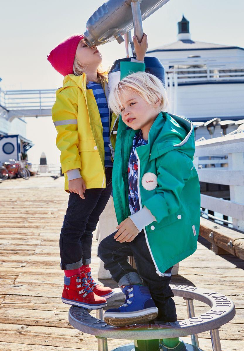 Куртка детская Reima Taag, цвет: зеленый. 5214818800. Размер 985214818800В детской демисезонной куртке от Reima дождь не страшен: все основные швы проклеены, водонепроницаемы. Благодаря съемной стеганой жилетке эта куртка идеально подойдет для ранних весенних дней, ведь на улице все еще может быть холодно. А когда потеплеет, она легко превращается в облегченную модель. Большие карманы с клапанами и светоотражающие детали выполнены в ретро-стиле 70-х.