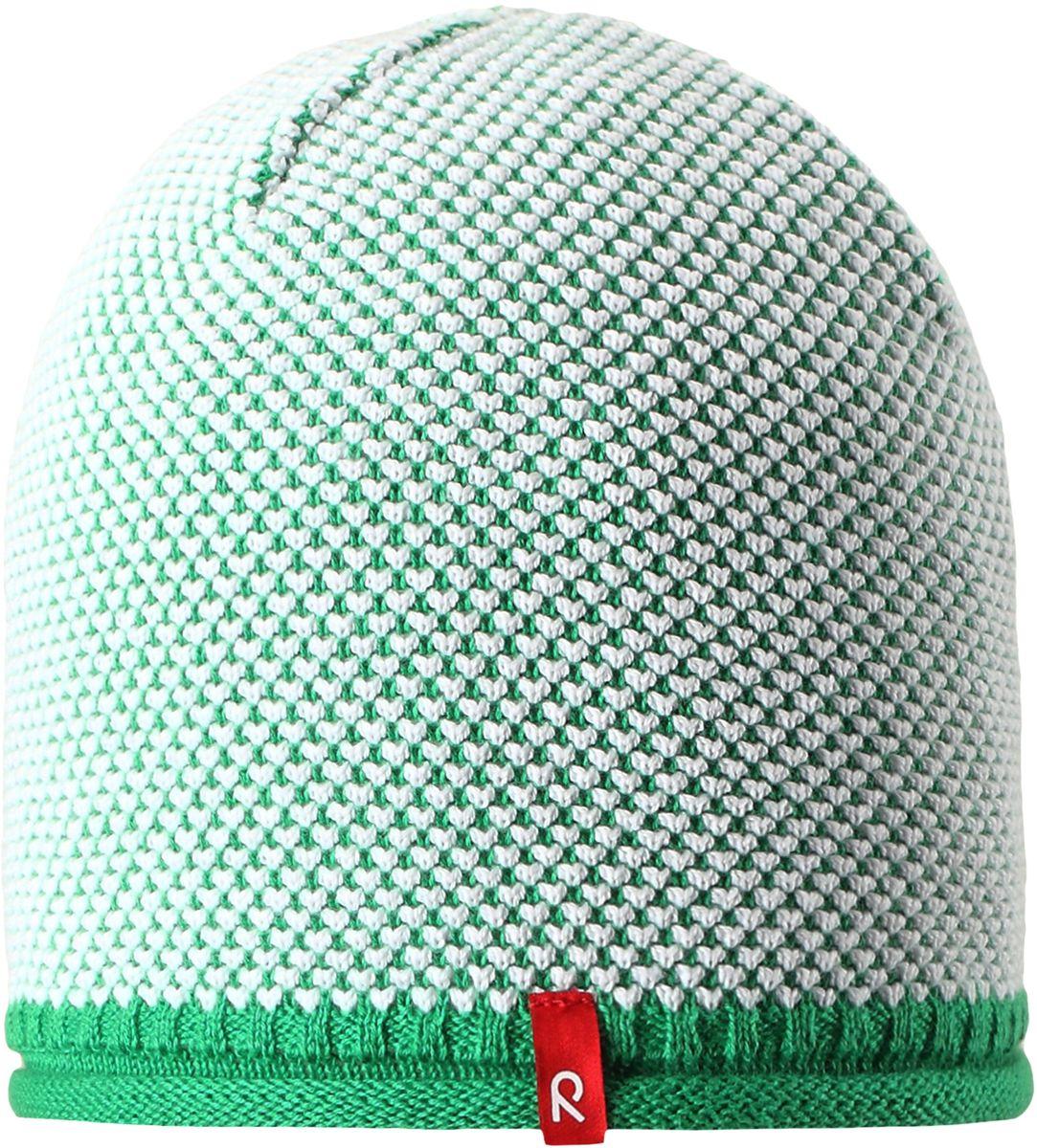 Шапка детская Reima Seilori, цвет: зеленый. 5285298800. Размер 545285298800Яркая детская шапка станет превосходным выбором в межсезонье, в ней можно и поиграть во дворе, и прогуляться по городу. Изготовлена из мягкого и комфортного вязаного хлопка. Эта симпатичная облегченная модель без подкладки идеально подходит для солнечной погоды. Модный вязаный узор.