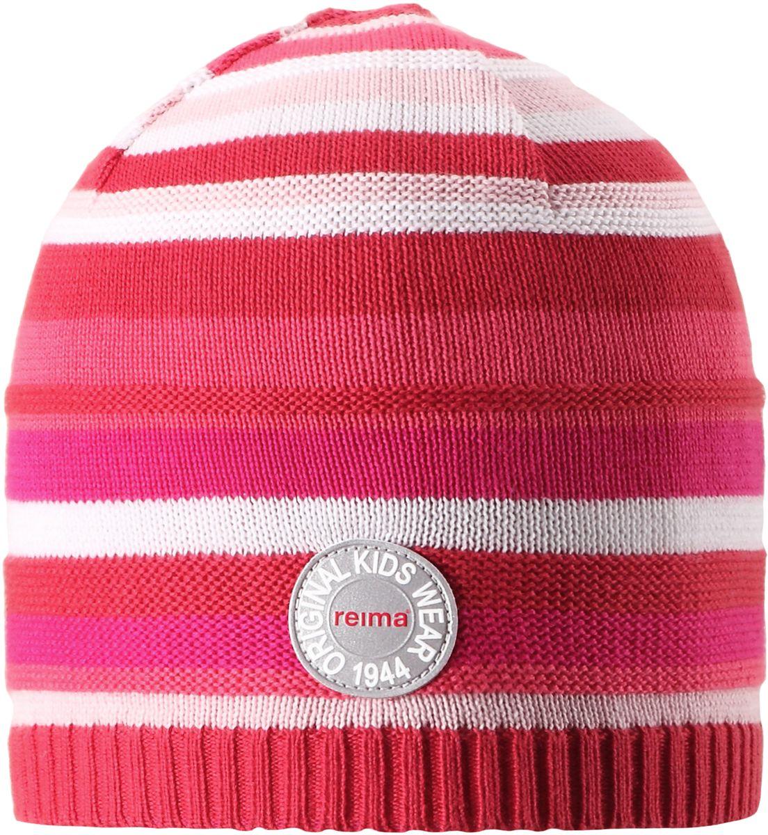 Шапка детская5285250100Яркая шапочка для малышей отлично подойдет для первых теплых весенних дней. Она изготовлена из эластичного и легкого вязаного хлопка, мягкого и приятного на ощупь. Ее можно надеть и в детский сад, и на прогулку в парк в солнечный день. Имеется светоотражающая эмблема спереди.