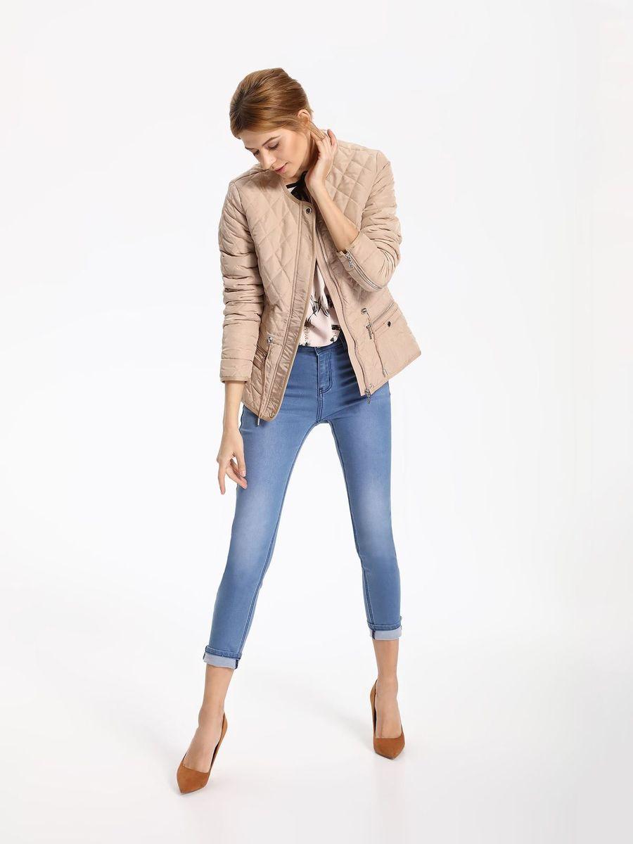 КурткаSKU0757BEЖенская куртка Top Secret выполнена из полиэстера. Модель с круглым вырезом горловины и длинными рукавами застегивается на застежку-молнию.