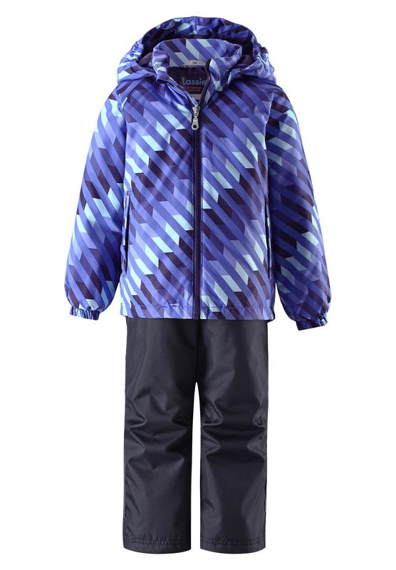 Комплект одежды детский Lassie: куртка, брюки, цвет: синий, темно-синий. 723703R6691. Размер 104723703R6691Прочный детский демисезонный комплект на легком утеплителе, состоящий из куртки и брюк, станет идеальным выбором для игр на свежем воздухе. Водоотталкивающий и ветронепроницаемый материал хорошо пропускает воздух, так что в этой куртке не вспотеешь. Куртка снабжена безопасным съемным капюшоном и прочными усилениями на спинке. Эластичный регулируемый подол позволяет подогнать куртку идеально по фигуре. Гладкая подкладка из полиэстера хорошо пропускает воздух и облегчает одевание. В куртке предусмотрены прорезные карманы, а в брюках один карман. Брюки снабжены регулируемыми манжетами и съемными эластичными подтяжками, поэтому отлично сидят. Светоотражающие детали позволят лучше разглядеть маленьких любителей приключений, играющих на свежем воздухе в темное время суток.