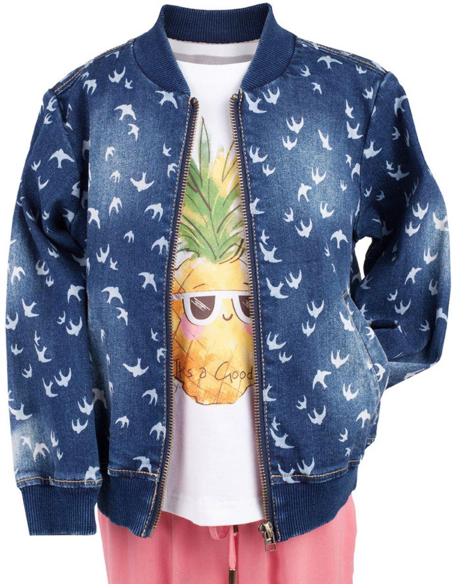 Куртка117BBGC4003D207Джинсовая куртка-бомбер для девочки - хит сезона. Прекрасная базовая вещь весенне-летнего гардероба, джинсовая куртка с рисунком отлично сочетается с платьем, сарафаном, брюками, делая комплект интересным и завершенным. Если вы хотите, чтобы ваш ребенок был в тренде, вам нужно купить джинсовую куртку от Button Blue. Прекрасный внешний вид, высокие потребительские свойства не вызовут сомнений в ее качестве и комфорте.