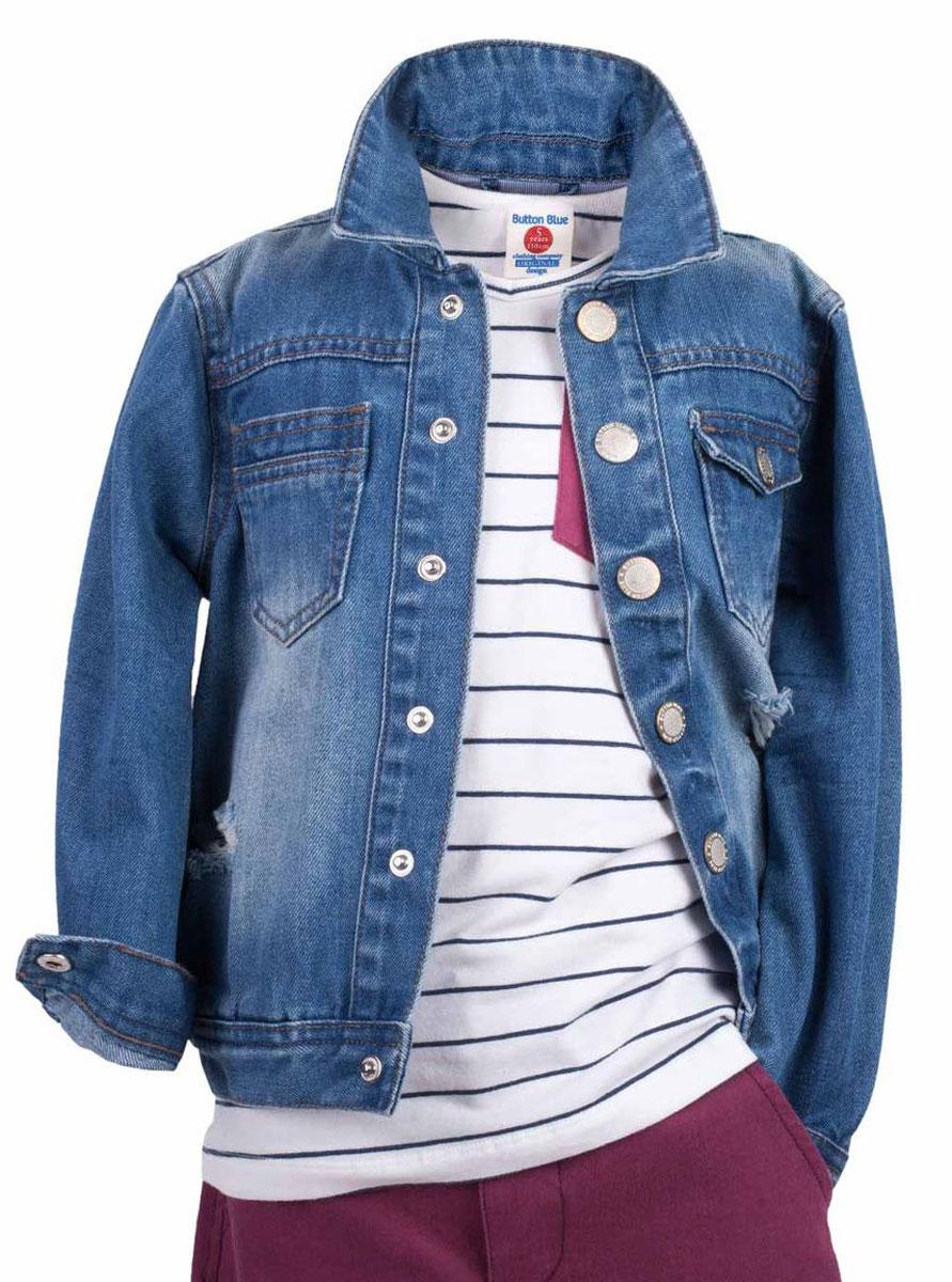Куртка117BBBC4001D200Джинсовая куртка для мальчика - базовая вещь весенне-летнего гардероба. Она отлично сочетается с брюками, шортами, бриджами, делая комплект интересным и завершенным. Вы хотите, чтобы ваш ребенок был в тренде? Тогда джинсовая куртка от Button Blue с модными потертостями, заминами, варкой - лучший вариант!