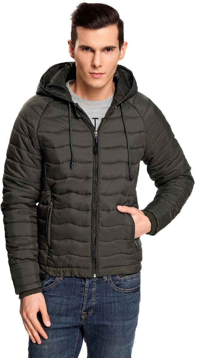 Куртка мужская oodji Lab, цвет: хаки. 1L112024M/25278N/6600N. Размер M-182 (50-182)1L112024M/25278N/6600NМужская стеганая куртка oodji Lab выполнена из высококачественного материала. В качестве подкладки и утеплителя используется полиэстер. Модель с несъемным капюшоном застегивается на застежку-молнию. Капюшон дополнен по краю шнурком-кулиской. Рукава имеют внутренние эластичные манжеты. Спереди расположено два прорезных кармана на застежках-молниях.