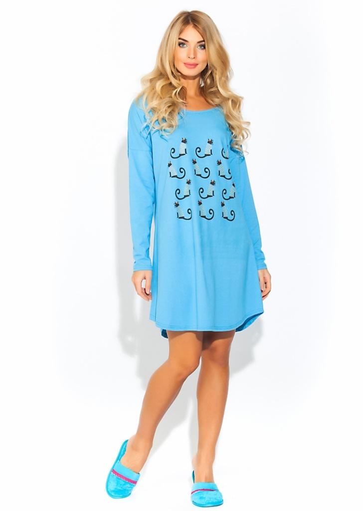 Ночная рубашка Evateks, цвет: голубой. 1424. Размер 42/441424Уютная и нежная ночная рубашка Evateks выполнена из натурального хлопка. Это универсальная вещь: ее можно использовать как ночную сорочку для приятного сна, летнюю тунику для дома или пляжа, или как отличный вариант одежды в дорогу. Стильное сочетание нежно-розового цвета с оригинальным принтом. Свободный, чуть приталенный силуэт, длинный рукав, скругленные снизу полы изделия, широкий ворот, который при желании можно слегка приспустить на плечо.