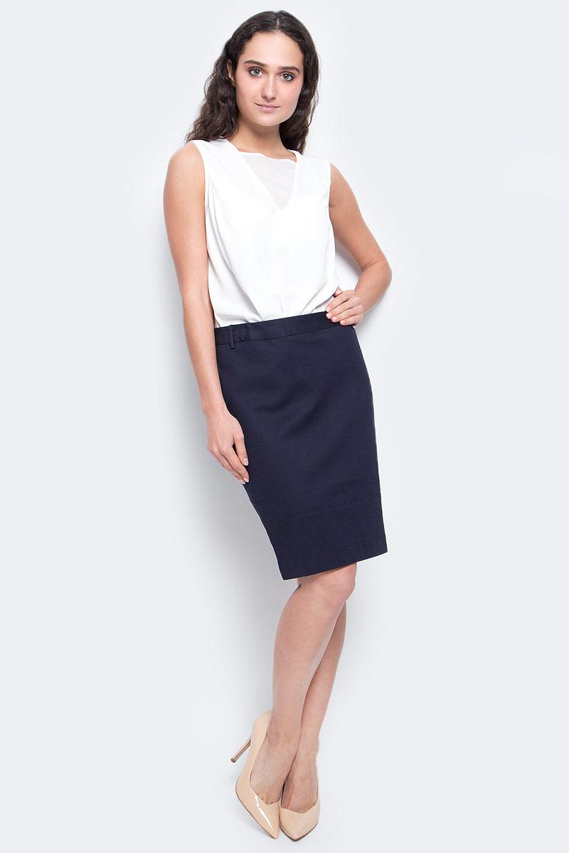 ЮбкаB477010_Dark NavyЛаконичная юбка-карандаш Baon выполнена из плотного материала с подкладом. Юбка с посадкой на талии великолепно смотрится на фигуре и подчеркивает все ее достоинства. Изделие застегивается на застежку-молнию, расположенную в заднем шве. На поясе предусмотрены шлевки для ремешка. Такая юбка станет незаменимой вещью в базовом гардеробе современной и уверенной в себе девушки и поможет создать элегантный образ.