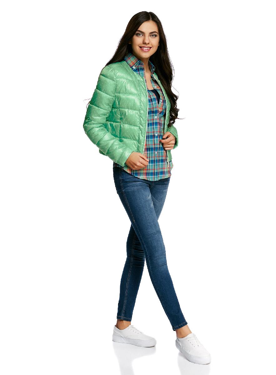 Куртка женская oodji Ultra, цвет: ментоловый, светло-зеленый,. 10203050-1B/42257/6560D. Размер 34-170 (40-170)10203050-1B/42257/6560DСтеганая куртка oodji Ultra выполнена из высококачественного материала. Модель с круглым вырезом горловины утеплена тонким слоем синтепона и застегивается на молнию. Куртка прекрасно смотрится и с платьем и с джинсами, что делает ее незаменимой для городских будней. Манжеты рукавов дополнены застежками кнопками.