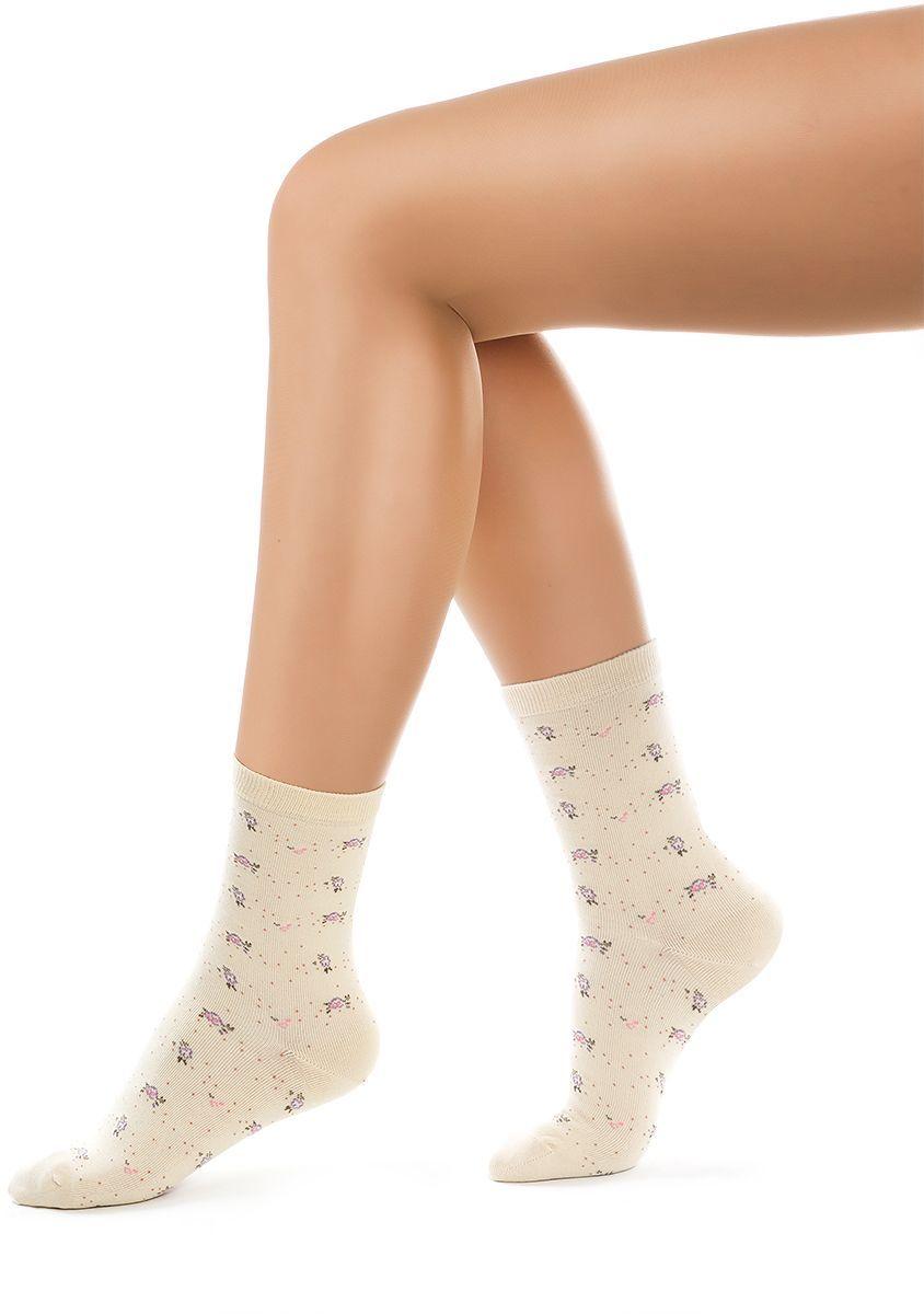 Носки женские Charmante, цвет: бежевый. SCHK-1609. Размер 23 (35/37)SCHK-1609Женские носки Charmante с удлиненным паголенком изготовлены из высококачественного материалаобеспечивающего великолепную посадку. Удобная широкая резинка идеально облегает ногу и не пережимает сосуды, усиленные пятка и мысок повышают износоустойчивость носка.