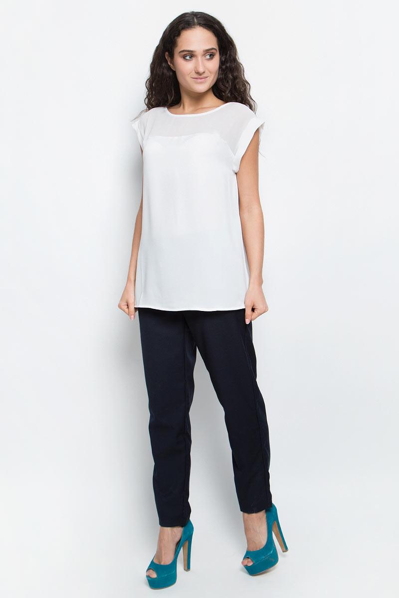 БлузкаB197036_Cold ButterСтильная блузка Baon займет достойное место в вашем гардеробе. Модель выполнена из легкого полиэстера. Блузка свободного кроя с круглым вырезом горловины и короткими цельнокроеными рукавами по верху декорирована кокеткой из полупрозрачного материала. Лаконичная блузка поможет создать оригинальный женственный образ!