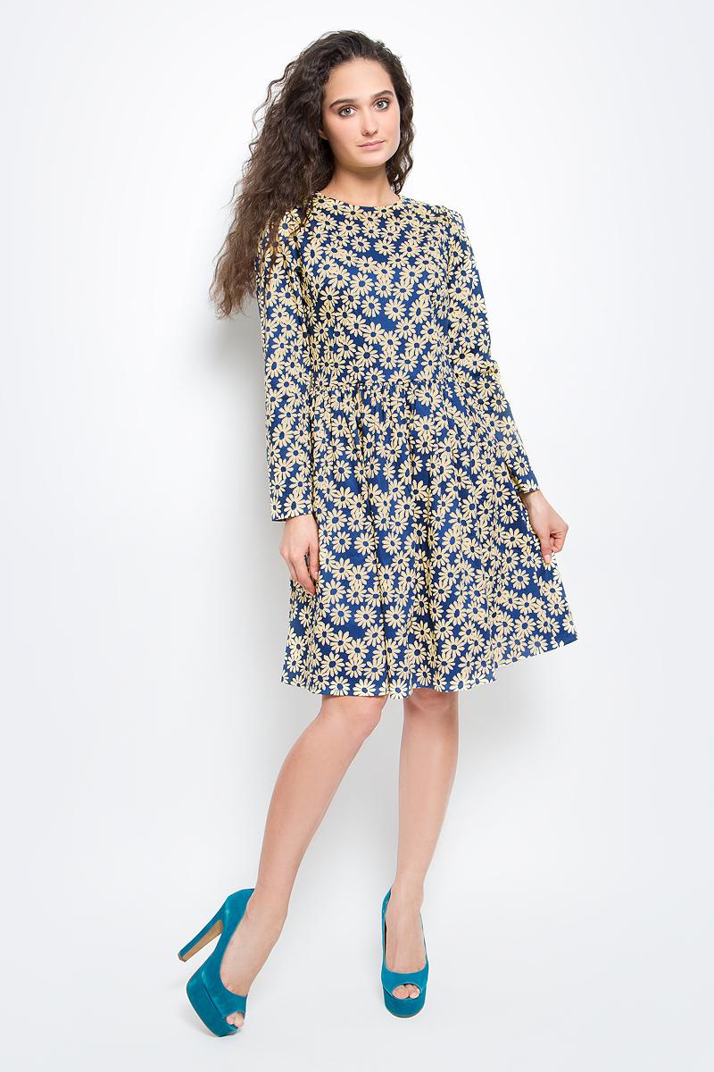Платье Baon, цвет: синий, бежевый. B457006_Navy Printed. Размер M (46)B457006_Navy PrintedСтильное платье Baon выполнено из эластичного хлопка с принтом в ромашку. Модель с круглым вырезом горловины, пышной юбкой и длинными рукавами подарит вам комфорт в течение всего дня. Платье застегивается на потайную молнию на спинке. В таком платье вы будете выглядеть элегантно и женственно.
