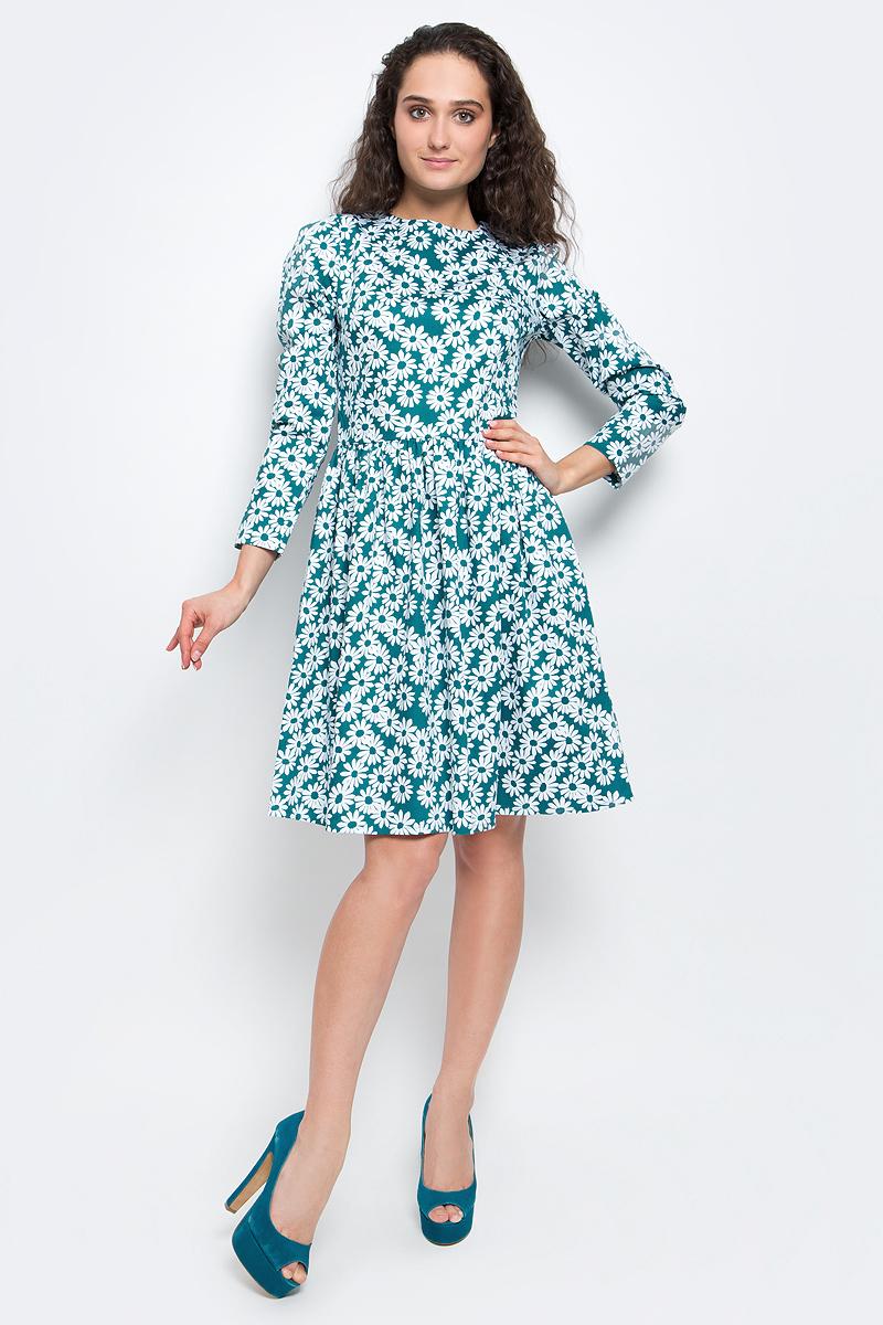 ПлатьеB457006_Navy PrintedСтильное платье Baon выполнено из эластичного хлопка с принтом в ромашку. Модель с круглым вырезом горловины, пышной юбкой и длинными рукавами подарит вам комфорт в течение всего дня. Платье застегивается на потайную молнию на спинке. В таком платье вы будете выглядеть элегантно и женственно.