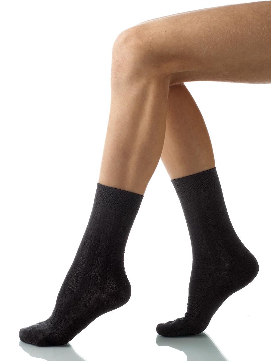 Носки мужские Charmante, цвет: черный. SCHM-1001. Размер 27-29 (42/44)SCHM-1001Мужские носки Charmante с удлиненным паголенком изготовлены из высококачественного материалаобеспечивающего великолепную посадку. Удобная широкая резинка идеально облегает ногу и не пережимает сосуды, усиленные пятка и мысок повышают износоустойчивость носка.