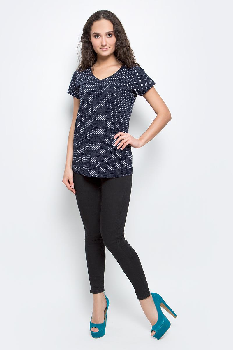 ФутболкаB237062_Dark Navy PrintedСтильная женская футболка Baon изготовлена из эластичного хлопка. Материал очень мягкий и приятный на ощупь. Модель прямого кроя с V-образным вырезом горловины и короткими рукавами оформлена принтом в горошек. Такая футболка займет достойное место в вашем гардеробе.