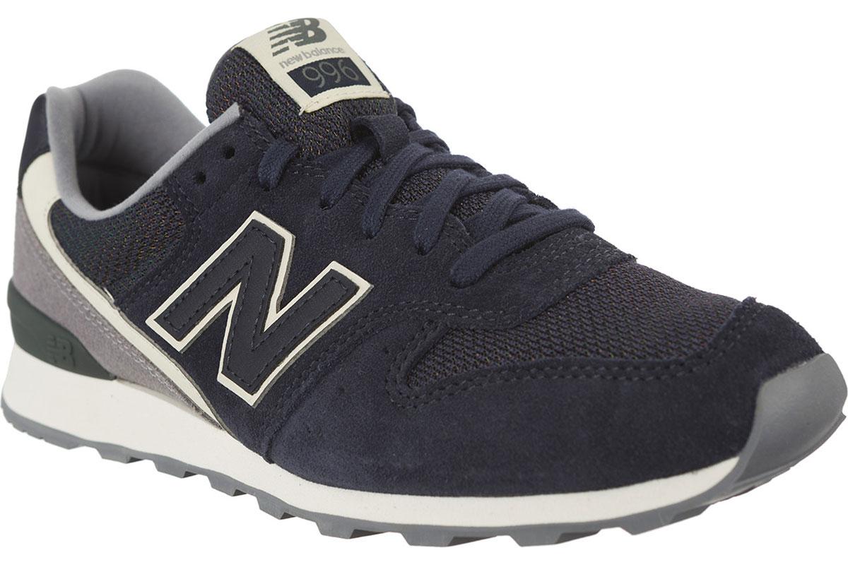 Кроссовки женские New Balance 996, цвет: темно-синий, серый. WR996WSB/D. Размер 6,5 (37)WR996WSB/DСтильные женские кроссовки от New Balance придутся вам по душе. Верх модели выполнен из высококачественныхматериалов. По бокам обувь оформлена декоративными элементами в виде фирменного логотипа бренда, на язычке - фирменной нашивкой. Классическая шнуровка надежно зафиксирует изделие на ноге. Подкладка и стелька, изготовленные из текстиля, гарантируют уют и предотвращают натирание. Подошва оснащена рифлением для лучшей сцепки с поверхностями. Удобные кроссовки займут достойное место среди коллекции вашей обуви.