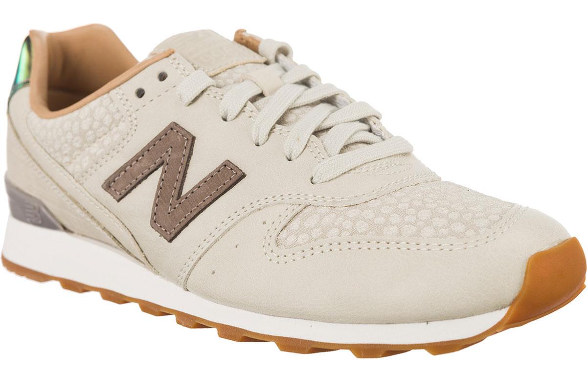Кроссовки женские New Balance 996, цвет: бежевый. WR996GFR/B. Размер 8 (39)WR996GFR/BСтильные женские кроссовки от New Balance придутся вам по душе. Верх модели выполнен из высококачественных материалов. По бокам обувь оформлена декоративными элементами в виде фирменного логотипа бренда, на язычке - фирменной нашивкой, задник логотипом бренда. Модель дополнена на мысе тиснением. Классическая шнуровка надежно зафиксирует изделие на ноге. Подошва оснащена рифлением для лучшей сцепки с поверхностями. Удобные кроссовки займут достойное место среди коллекции вашей обуви.