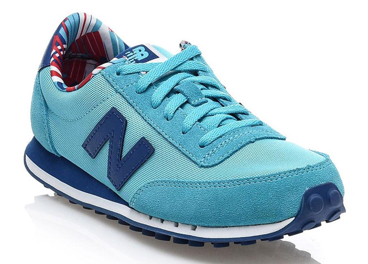 Кроссовки женские New Balance 410, цвет: бирюзовый, синий. WL410CPE/B. Размер 7,5 (38)WL410CPE/BСтильные женские кроссовки от New Balance придутся вам по душе. Верх модели выполнен из высококачественных материалов. По бокам обувь оформлена декоративными элементами в виде фирменного логотипа бренда, на язычке - фирменной нашивкой. Классическая шнуровка надежно зафиксирует изделие на ноге. Мягкая верхняя часть и подкладка, изготовленная из текстиля, гарантируют уют и предотвращают натирание. Стелька из текстиля обеспечивает комфорт. Подошва оснащена рифлением для лучшей сцепки с поверхностями. Удобные кроссовки займут достойное место среди коллекции вашей обуви.