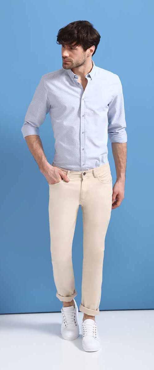 РубашкаSKL2326BLРубашка мужская Top Secret выполнена из 100% хлопка. Модель с отложным воротником и длинными рукавами застегивается на пуговицы.