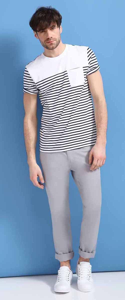 БрюкиSSP2466SZСтильные мужские брюки Top Secret - брюки высочайшего качества на каждый день, которые прекрасно сидят. Модель изготовлена из высококачественного хлопка и эластана. Застегиваются брюки на пуговицу в поясе и ширинку на молнии, имеются шлевки для ремня. Спереди модель дополнена двумя втачными карманами, а сзади - двумя накладными карманами. Эти модные и в тоже время комфортные брюки послужат отличным дополнением к вашему гардеробу. В них вы всегда будете чувствовать себя уютно и комфортно.