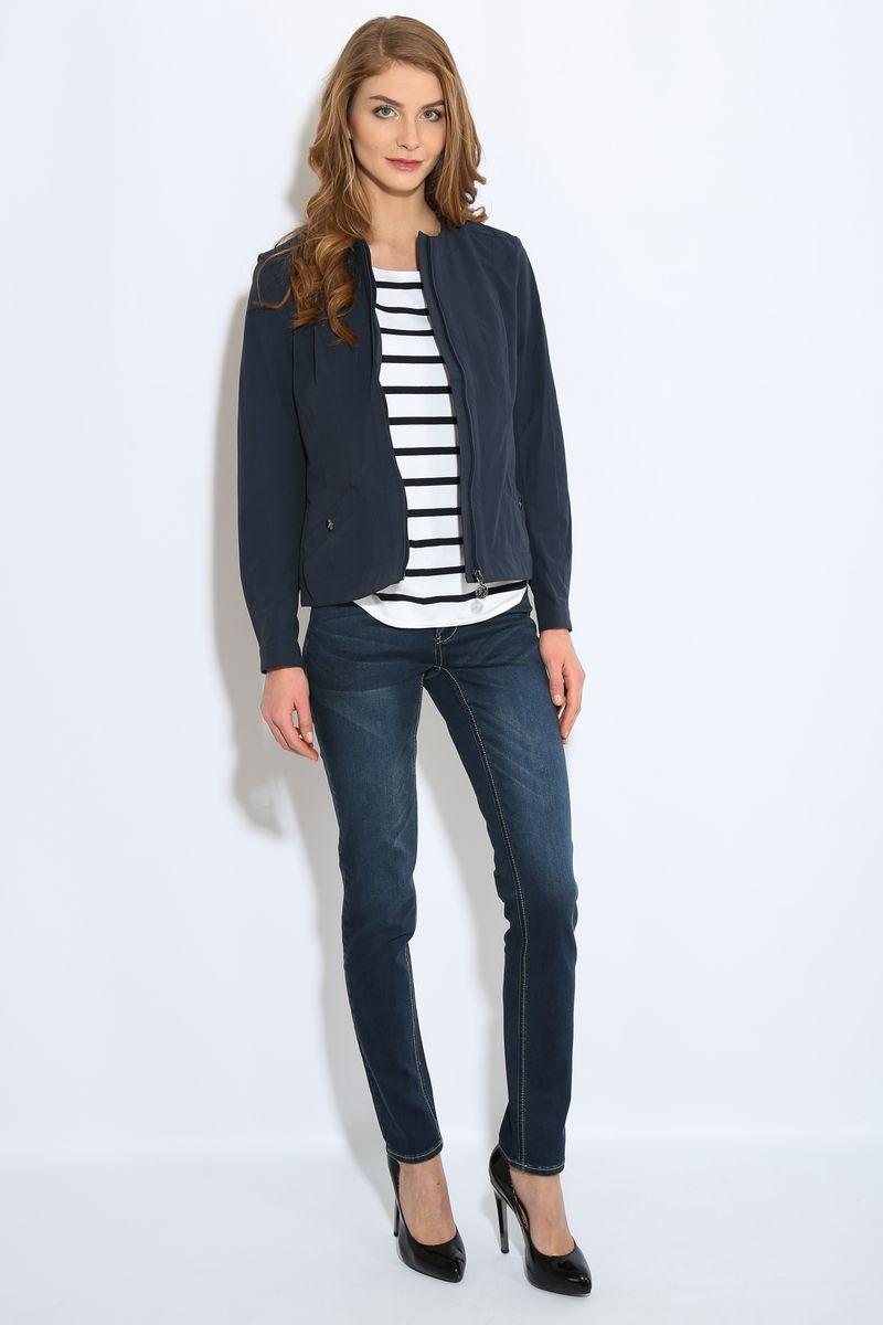 КурткаB17-11087Куртка женская Finn Flare выполнена из хлопка и нейлона. Модель с круглым вырезом горловины и длинными рукавами застегивается на молнию.