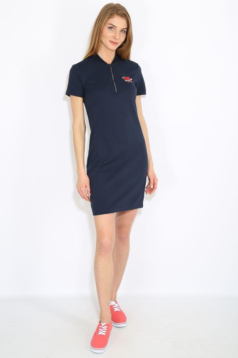ПлатьеB17-32051Платье женское Finn Flare выполнена из вискозы, нейлона и эластана. Модель с V- образным вырезом горловины и короткими рукавами.
