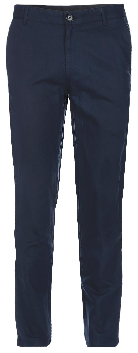 БрюкиB797003_Deep NavyСтильные мужские брюки Baon выполнены из натурального материала - льна с добавлением хлопка. Модель прямого кроя и стандартной посадки застегивается на ширинку с застежкой-молнией, а также на пуговицу в поясе. На поясе предусмотрены шлевки для ремня. Брюки оснащены двумя боковыми карманами с косыми срезами спереди и двумя втачными карманами сзади. Прекрасный выбор на каждый день.