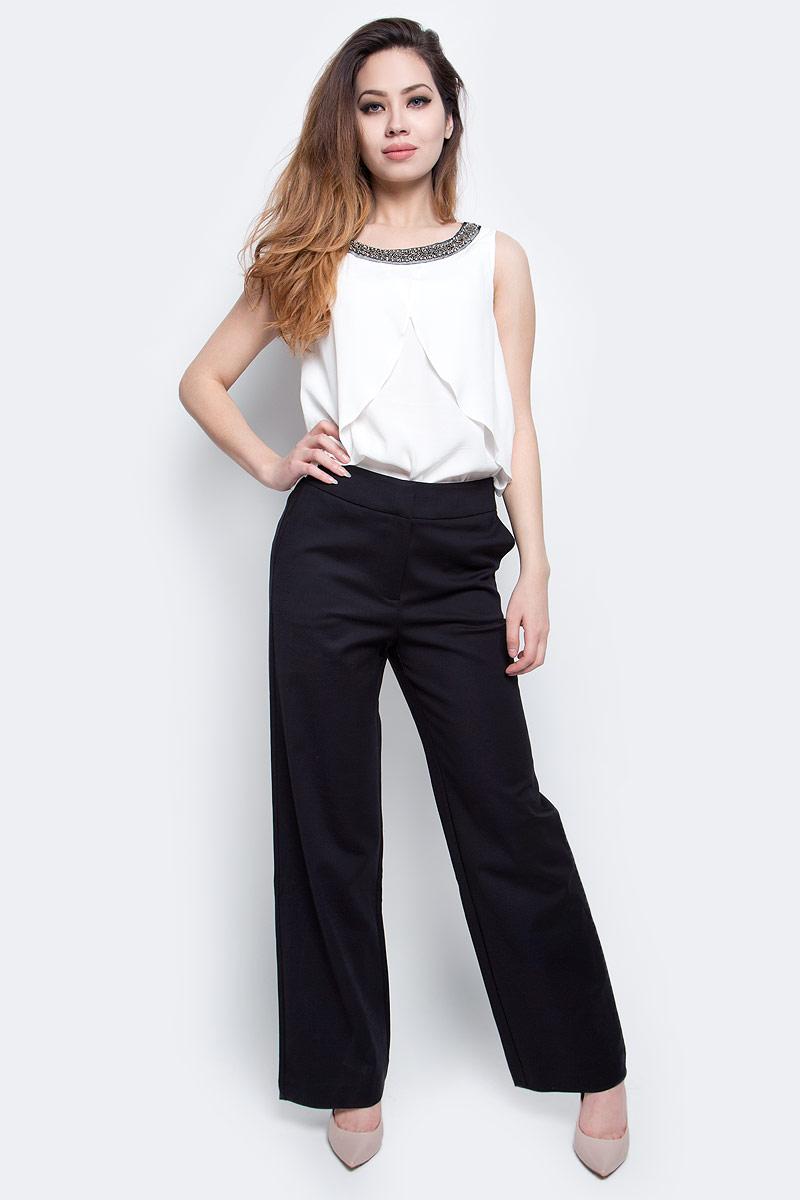 БрюкиB297026_BlackСтильные женские брюки Baon выполнены из плотного материала. Классическая модель прямого кроя и стандартной посадки застегивается на ширинку с застежкой-молнией, а также на металлические крючки в поясе. Брюки оснащены двумя боковыми карманами спереди и двумя втачными карманами сзади. Строгие брюки помогут создать элегантный образ деловой женщины.