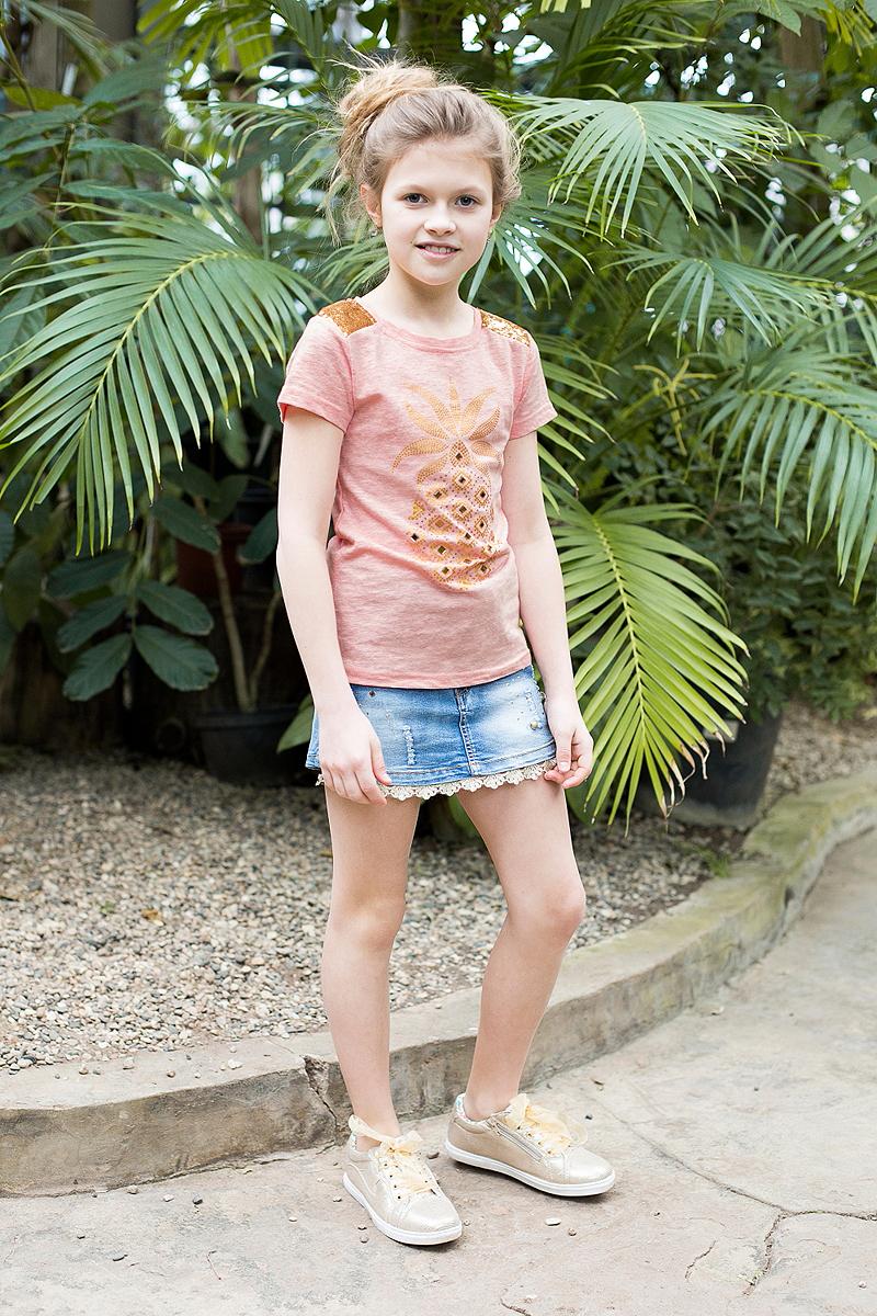 Шорты718162Джинсовая юбка-шорты для девочки декорированы стразами и бусинами и нежным кружевом по низу изделия. Застегиваются на молнию и пуговицу. В боковой части пояса находятся вшитые эластичные ленты, регулирующие посадку по талии.