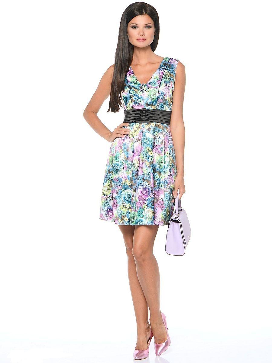 Платье Milton, цвет: цветы, зеленый. WD-2514F. Размер 48WD-2514FПлатье прилегающего силуэта, без рукавов, с V-образной горловиной, отрезное по линии талии, с драпированным поясом из контрастной однотонной ткани. Юбка расклешенная, со складками от талии.