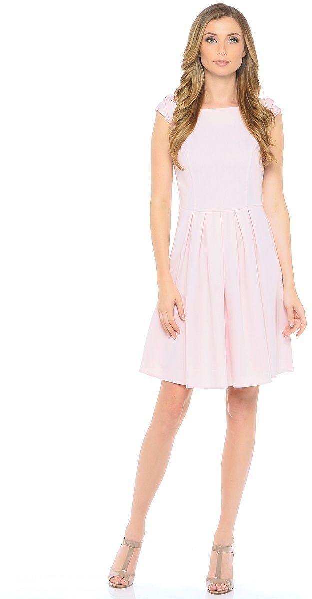 ПлатьеWD-2606FЛетнее платье прилегающего силуэта, отрезное по линии талии, без рукавов. На спущенном плече обработаны декоративные банты. Юбка расклешенная, со складками от талии.