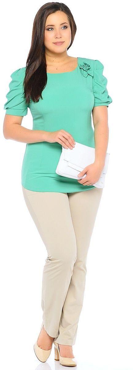 Блузка женская Milton, цвет: зеленый. WP-6502F-1. Размер 56WP-6502FБлузка полуприлегающего силуэта, с короткими рукавами-фонариками, круглый вырез горловины. Комплектуется съемным поясом. На левом плече расположена декоративная деталь из основной ткани в виде цветка.