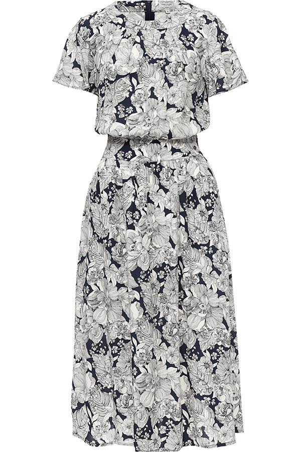 Платье Finn Flare, цвет: синий. S17-11020_115. Размер M (46)S17-11020_115Платье Finn Flare выполнено из вискозы. Модель с круглым вырезом горловины и короткими рукавами оформлена цветочным принтом.