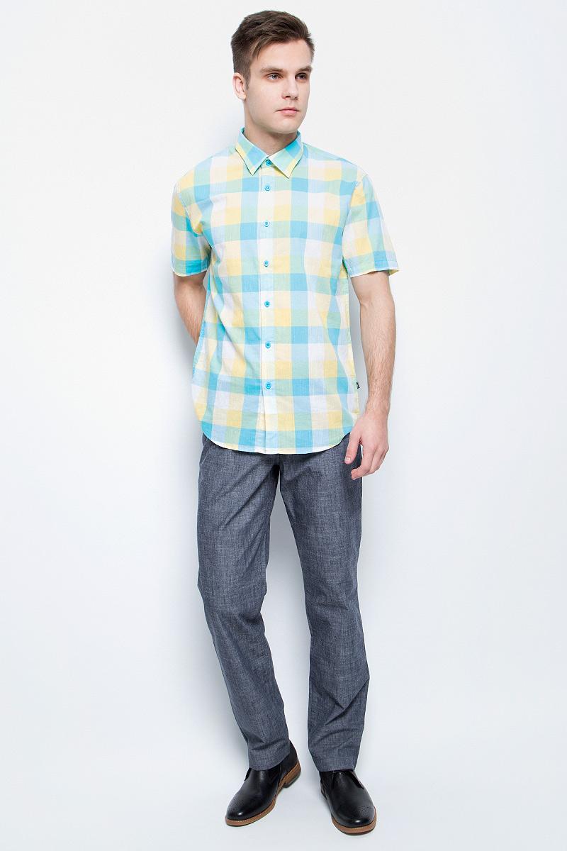 РубашкаS17-24012_101Рубашка мужская Finn Flare выполнена из натурального хлопка. Модель с отложным воротником и короткими рукавами застегивается на пуговицы.