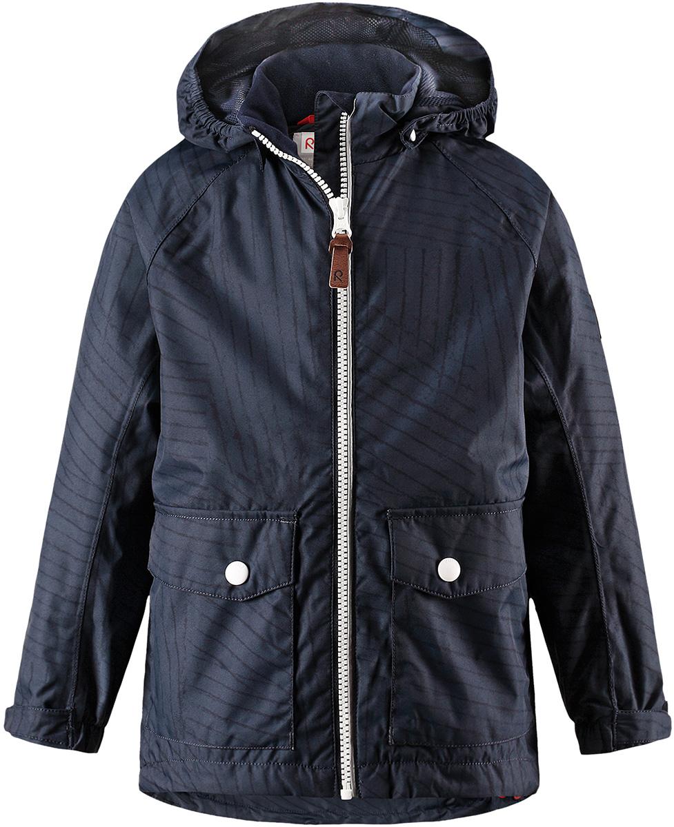 Куртка детская Reima Knot, цвет: темно-синий. 5214856987. Размер 1345214856987Куртка Reima исполнена из высокотехнологичной ткани не пропускающей влагу, но не препятствующей циркуляции воздуха. Мембранная ткань пропускает влагу наружу когда ребенок потеет, но не позволяет ей проникнуть внутрь, что отлично при активных играх.