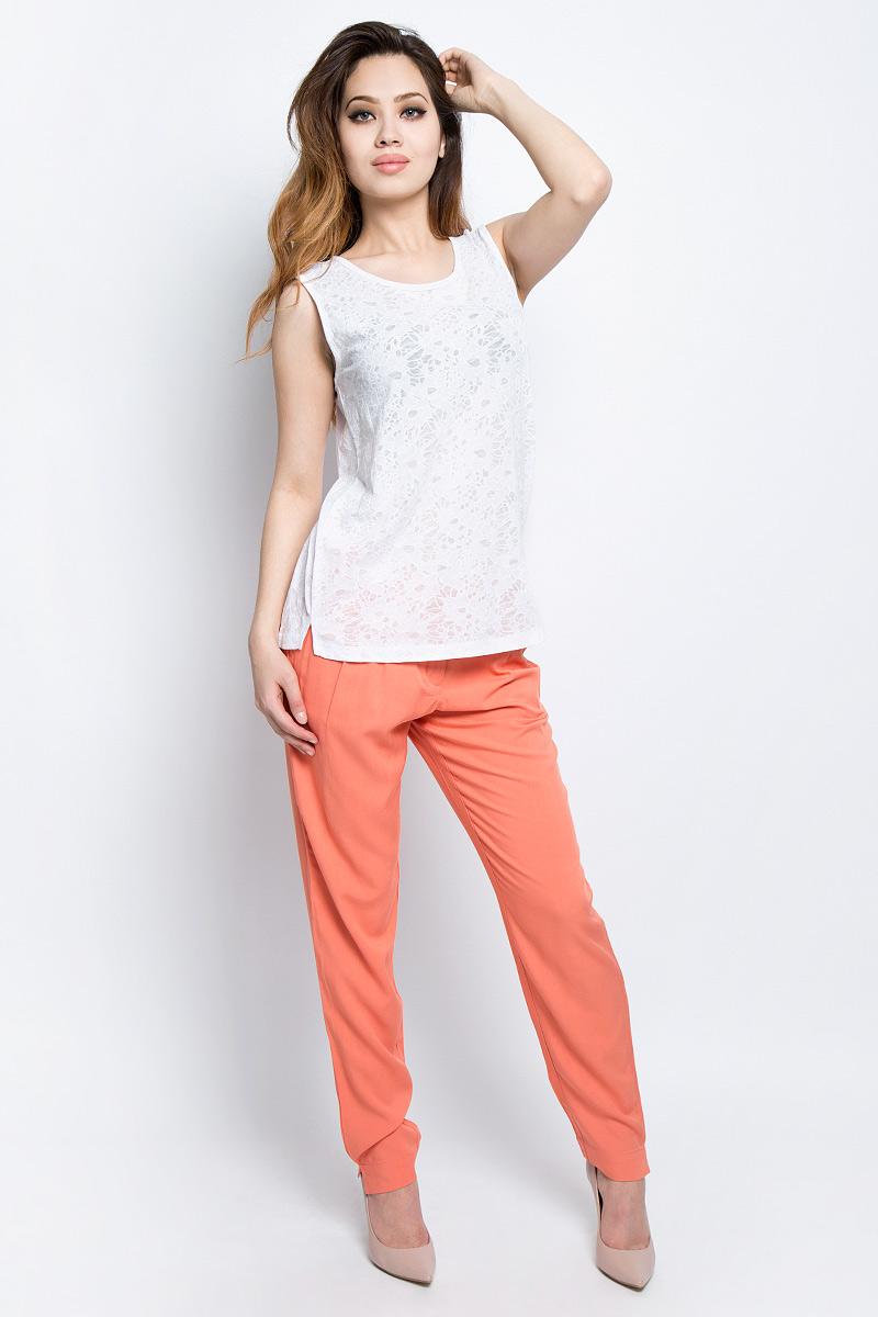 БрюкиS17-11009_333Стильные женские брюки Finn Flare станут отличным дополнением к вашему гардеробу. Модель изготовлена из вискозы, она великолепно пропускает воздух и обладает высокой гигроскопичностью. Застегиваются брюки на пуговицу и ширинку на застежке-молнии. На поясе имеются шлевки для ремня. Эти модные и в тоже время удобные брюки помогут вам создать оригинальный современный образ. В них вы всегда будете чувствовать себя уверенно и комфортно.
