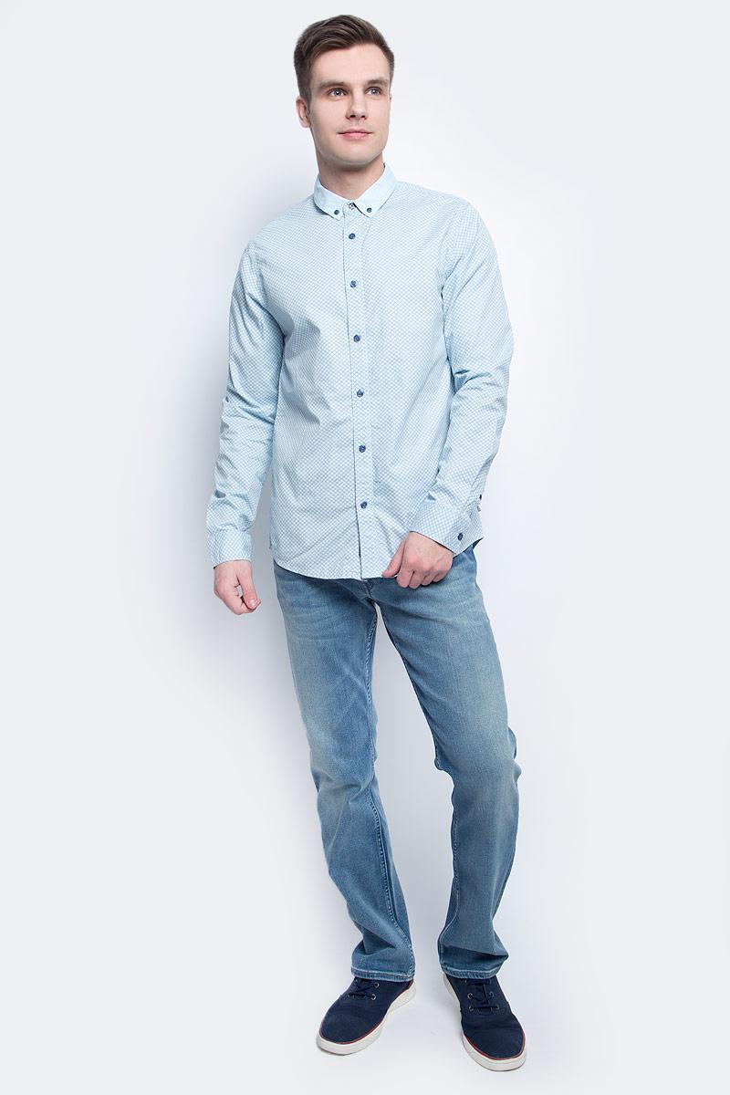 РубашкаJ30J304589Стильная мужская рубашка Calvin Klein Jeans, выполнена из натурального хлопка. Приталенная модель с отложным воротником и длинными рукавами застегивается на пуговицы по всей длине. Воротничок и манжеты рукавов оснащены застежками-пуговицами.