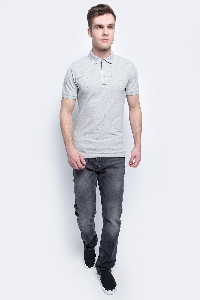 ДжинсыJ30J304916Мужские джинсы Calvin Klein Jeans выполнены из качественной смесовой ткани на основе хлопка. Джинсы зауженного кроя и средней посадки застегиваются на пуговицу в поясе и ширинку на застежке-молнии. На поясе предусмотрены шлевки для ремня. Спереди модель дополнена двумя втачными карманами и одним маленьким накладным кармашком, а сзади - двумя накладными карманами. Оформлена модель эффектом потертости.