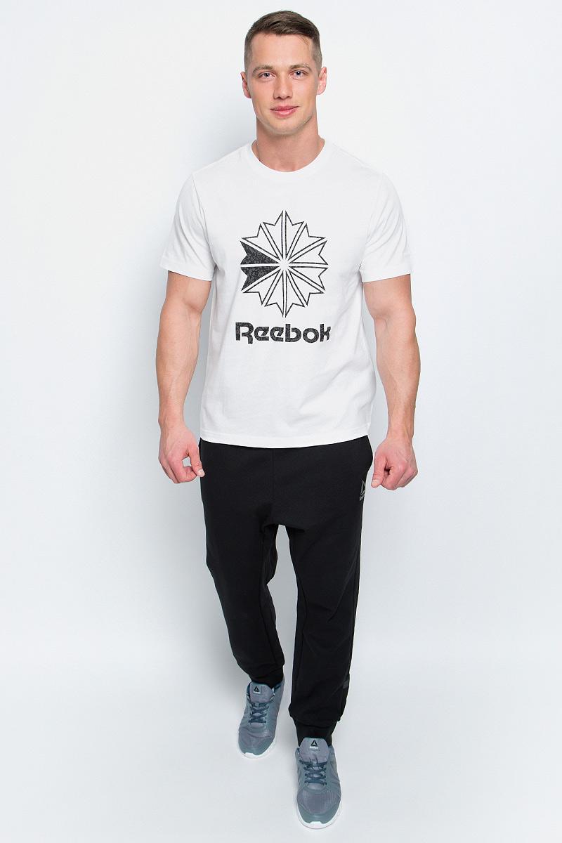 ФутболкаBK4177Мужская футболка Reebok F Large Starcrest P изготовлена из натурального хлопка. Модель с круглым воротником и короткими рукавами. Однотонная футболка спереди декорирована принтом с оригинальным рисунком и названием бренда.