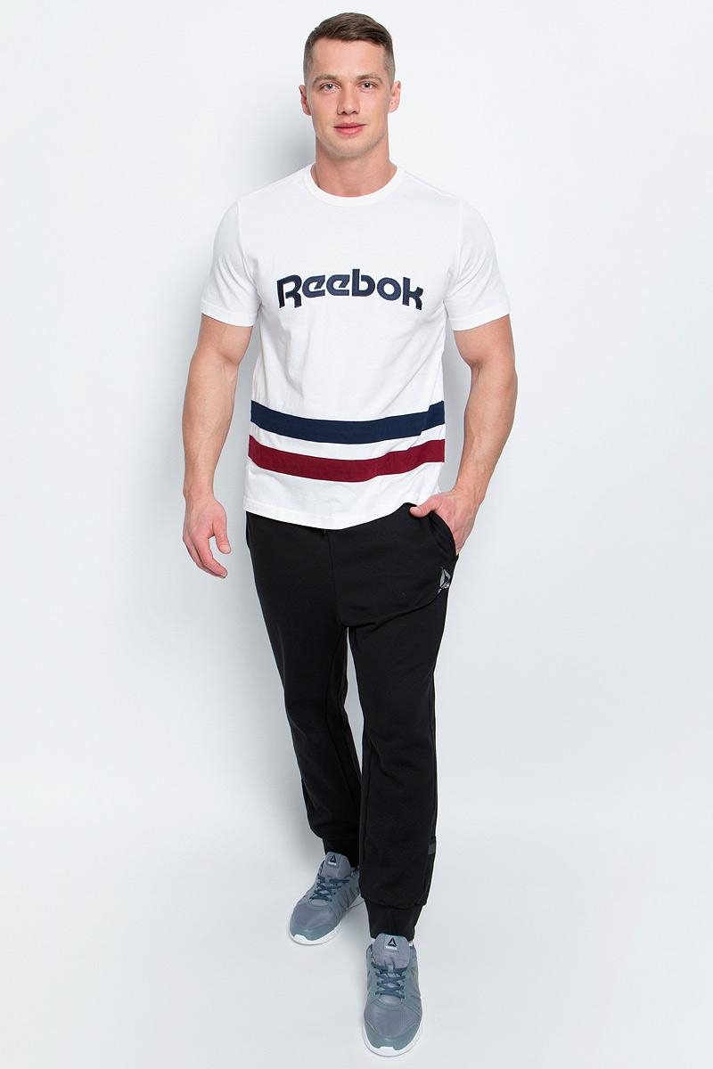 ФутболкаBK3324Мужская футболка Reebok F Striped Tee изготовлена из натурального хлопка. По бокам модели имеются небольшие разрезы. Классическая футболка с контрастными полосами и вышивкой с легендарным логотипом позволит продемонстрировать приверженность бренду и станет незаменимым базовым элементом вашего гардероба.