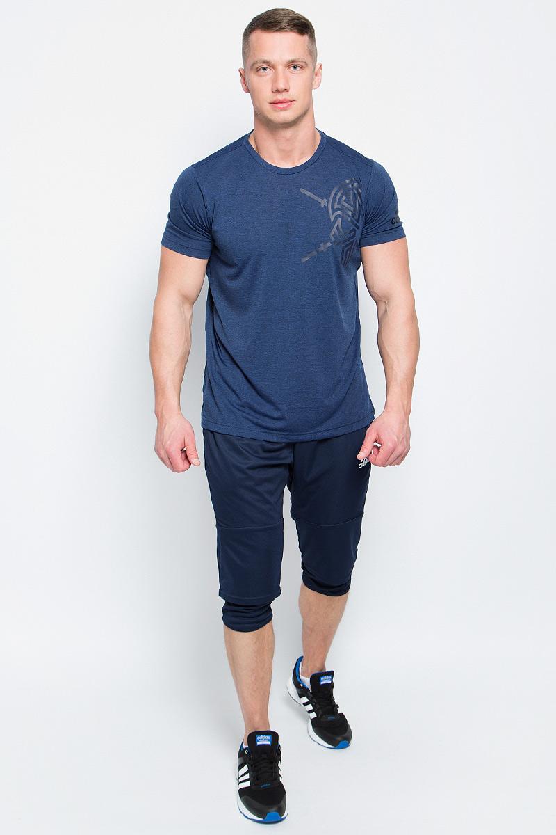 Брюки спортивные мужские adidas Tiro17 3/4 Pnt, цвет: синий. BQ2645. Размер XL (56/58)BQ2645Брюки спортивные мужские adidas Tiro17 3/4 Pnt выполнены из 100% полиэстера. Сшиты из эластичной ткани, которая обеспечивает полную свободу движений во время приседаний и выпадов. Легкая модель дополнена внутренними шортами для повышенного комфорта и карманами на молнии для хранения полезных мелочей. Эластичный пояс на регулируемых завязках-шнурках.
