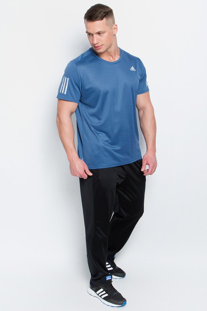 Футболка мужская adidas Rs Ss Tee M, цвет: серо-синий. BP7416. Размер XXL (60/62)BP7416Мужская футболка aadidas Rs Ss Tee M выполнена из полиэфира и полиэстера. Ткань с технологией climalite быстро и эффективно отводит влагу с поверхности кожи, поддерживая комфортный микроклимат. Такая футболка великолепно подойдет как для повседневной носки, так и для спортивных занятий. Модель с короткими рукавами и круглым вырезом горловины украшена контрастными полосками на рукавах и небольшим принтом с логотипом бренда на груди.
