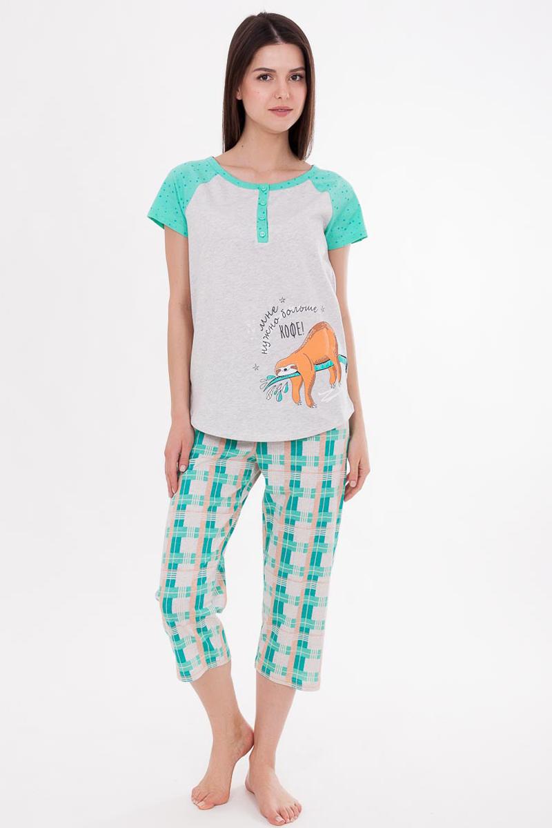 Пижама женская Mark Formelle: футболка, бриджи, цвет: серый, зеленый. 195-0_592264. Размер 46195-0_592264Пижама Mark Formelle состоит из футболки и бриджей. Изделия выполнены из натурального 100% хлопка. Материал гипоаллергенный, отлично впитывает влагу и позволяет телу дышать, гарантируя ощущение комфорта и, как следствие, спокойный сон и качественный отдых. Футболка имеет короткие рукава реглан и круглый вырез горловины, дополнена планкой с пуговицами. Бриджи на резинке свободно сидят и не стесняют движений. Модель дополнена оригинальными рисунками и надписями.