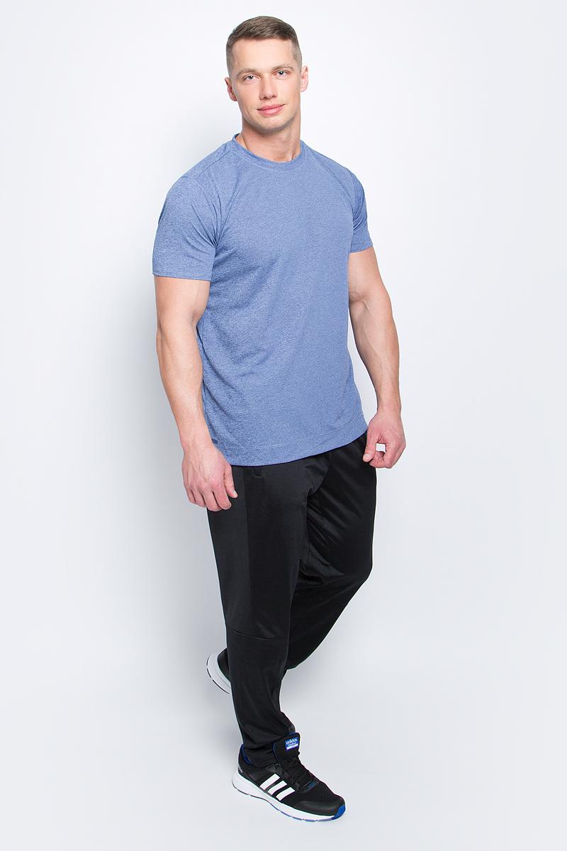ФутболкаS98656Мужская футболка Adidas Freelift Chill1 изготовлена из качественного полиэстера с технологией climalite. Верхняя часть спинки с внутренней стороны дополнена специальными металлическими вкраплениями. Модель с круглой горловиной и короткими рукавами. На левом рукаве имеется принт с логотипом и названием бренда, по бокам - небольшие разрезы.