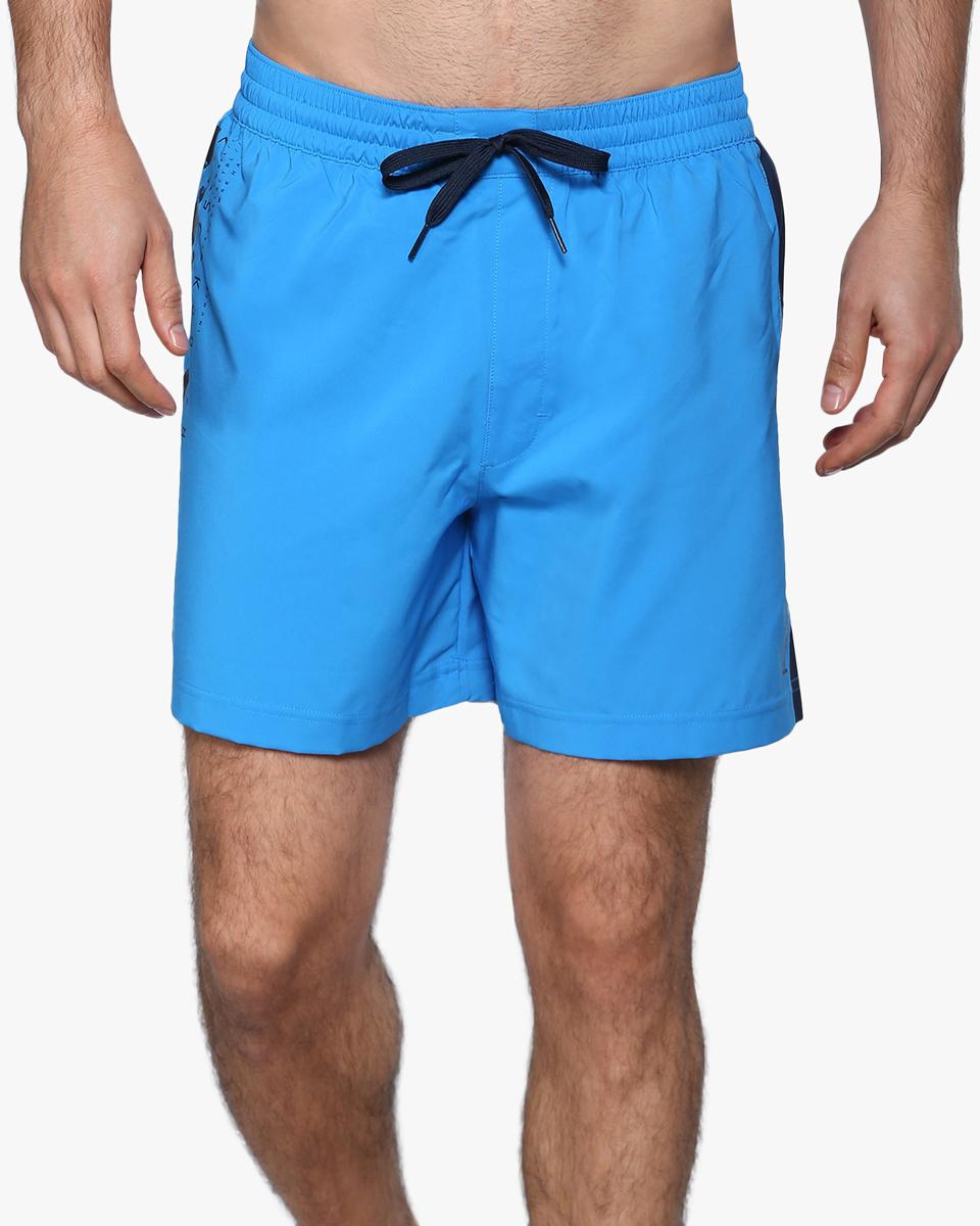 ШортыBK4818Классический дизайн. Абсолютная свобода. Эти стильные шорты идеально подойдут любителям пляжного волейбола. Пояс на шнурке подчеркнет твой спортивный настрой, а графические вставки по бокам сделают образ еще более интересным. Прочный и легкий тканый материал для комфорта Пояс на шнурке для надежной посадки Накладной карман для мелочей Стильные графические элементы в дизайне