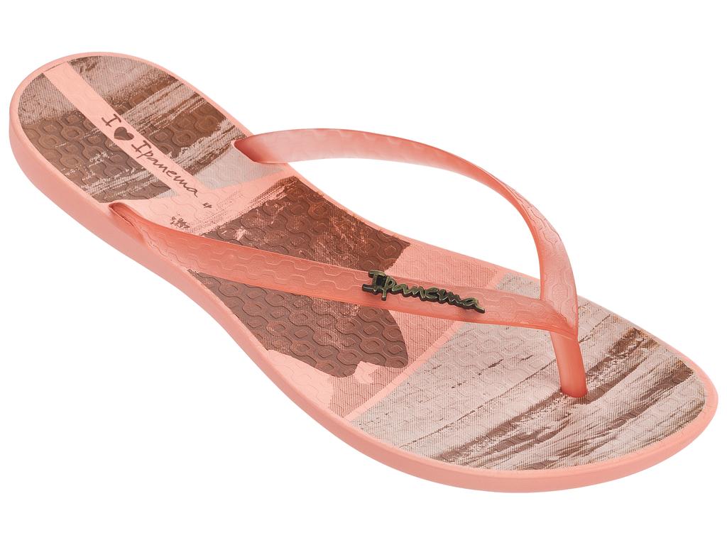 Сланцы82119-20770Стильные и очень легкие сланцы от Ipanema - придутся вам по душе. Верх модели выполнен из поливинилхлорида. Ремешки с перемычкой гарантируют надежную фиксацию изделия на ноге. Стелька украшена названием бренда и стильным рисунком. Рифление на верхней поверхности подошвы предотвращает выскальзывание ноги. Рельефное основание подошвы обеспечивает уверенное сцепление с любой поверхностью. Удобные сланцы прекрасно подойдут для похода в бассейн или на пляж.