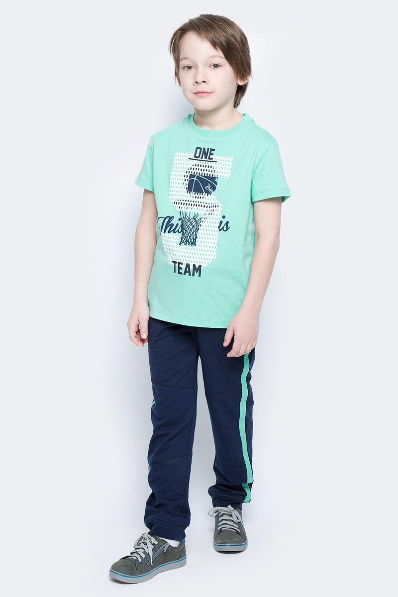 ФутболкаTs-811/1083-7122Стильная футболка для мальчика Sela изготовлена из натурального хлопка и оформлена оригинальным принтом. Воротник дополнен мягкой трикотажной резинкой. Яркий цвет модели позволяет создавать модные образы.