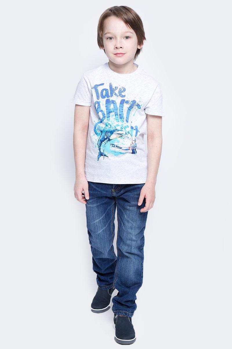 ДжинсыPJ-835/342-7121Стильные джинсы для мальчика Sela выполнены из качественного эластичного хлопка с эффектом потертостей. Джинсы прямого кроя и стандартной посадки на талии застегиваются на пуговицу и имеют ширинку на застежке-молнии. На поясе имеются шлевки для ремня. Модель представляет собой классическую пятикарманку: два втачных и один маленький накладной кармашек спереди и два накладных кармана сзади.