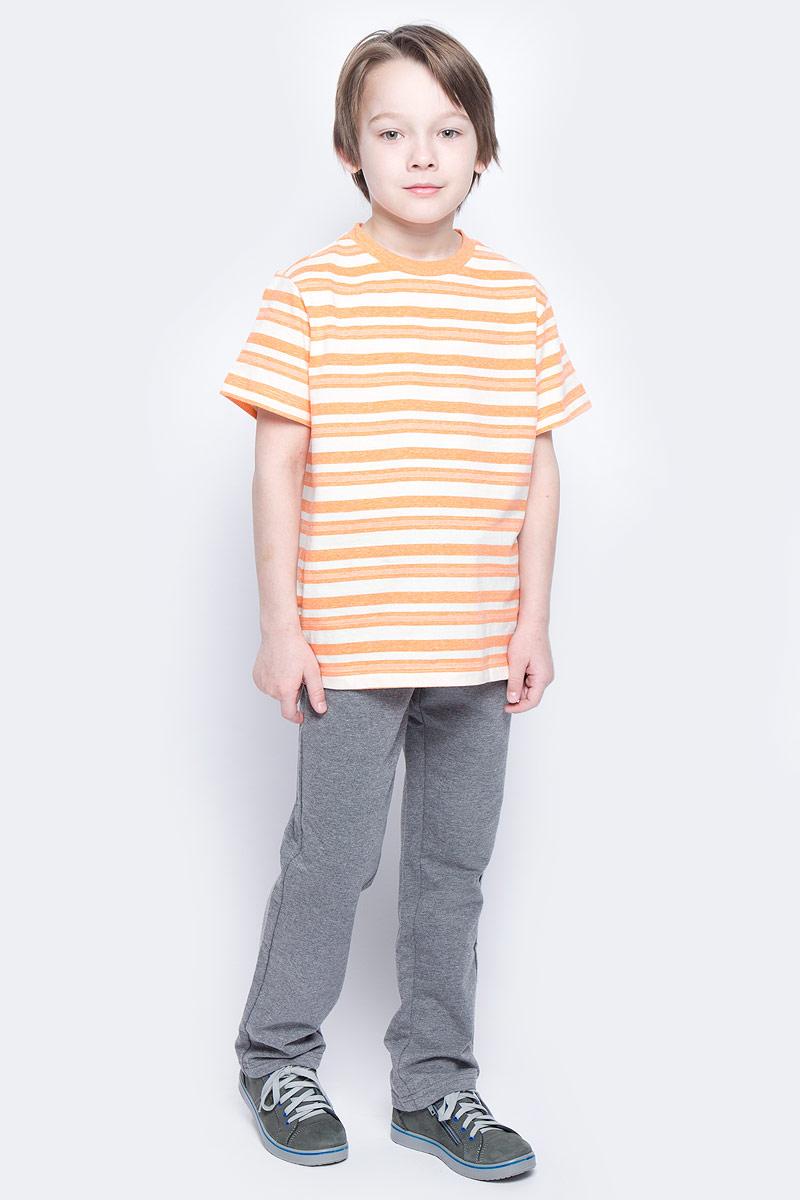Брюки спортивныеPk-815/336-7132Удобные спортивные брюки для мальчика Sela выполнены из качественного хлопкового материала и дополнены двумя прорезными карманами. Брюки прямого кроя и стандартной посадки на талии имеют широкий пояс на мягкой резинке, дополнительно регулируемый шнурком.