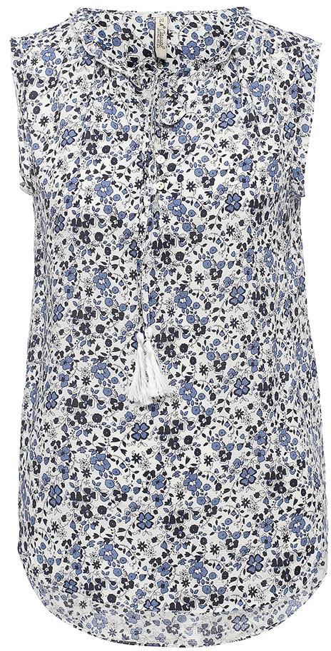 БлузкаBsl-112/544-7263Стильная женская блузка без рукавов Sela выполнена из легкого воздушного материала и оформлена цветочным принтом. Модель прямого кроя с удлиненной спинкой застегивается на пуговицы до середины груди. Круглый вырез горловины оформлен рюшей и дополнен завязками с кисточками. Блузка подойдет для офиса, прогулок и дружеских встреч и будет отлично сочетаться с джинсами и брюками, и гармонично смотреться с юбками. Мягкая ткань на основе вискозы комфортна и приятна на ощупь.